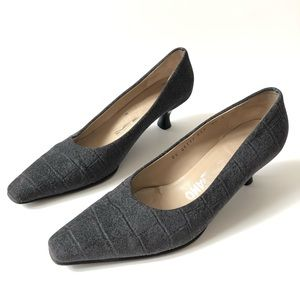 Salvatore Ferragamo gray low heel pumps Italy